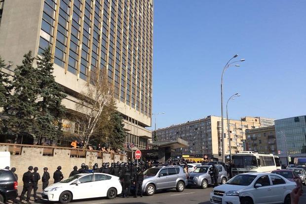 Во время обыска в отеле «Лыбидь» обнаружили взрывчатку и автоматы
