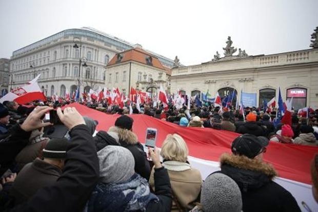Из-за протестов в Варшаву свозят полицию со всей Польши