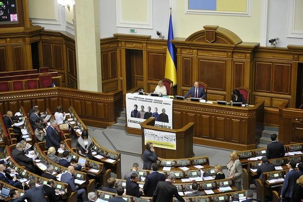Парламент принял закон об амнистии-2016 с правками Порошенко
