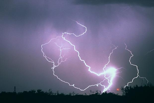 Во Львовской области в результате ударов молний погиб человек, еще двое были госпитализированы