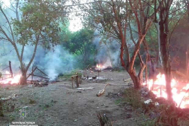 УТернопільській області група невідомих зі зброєю спалила табір ромів