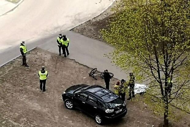 В Харькове на дороге внезапно умерли сразу два молодых велосипедиста