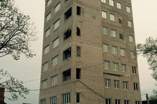 Знести 9-поверховий монстр-гараж на Полтавському Шляху ухвалив суд Харкова