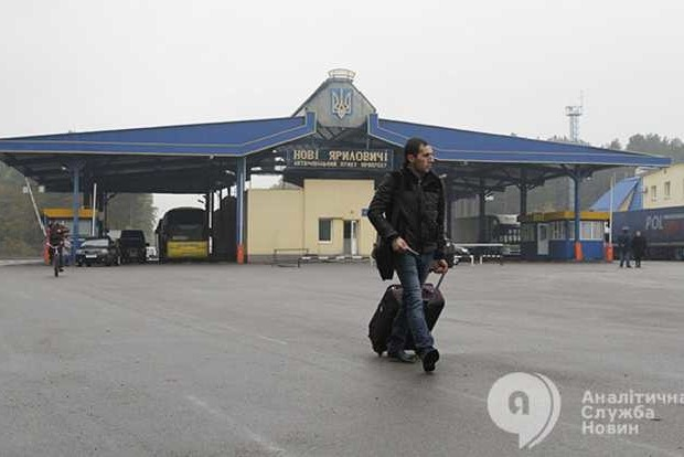 Украина признает одного из 20 беженцев, давая каждому по 17 гривен