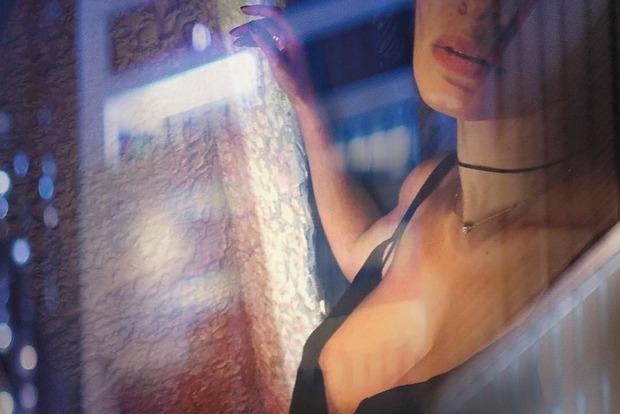 Грудь на высоте: Надя Мейхер подразнила пикантными снимками