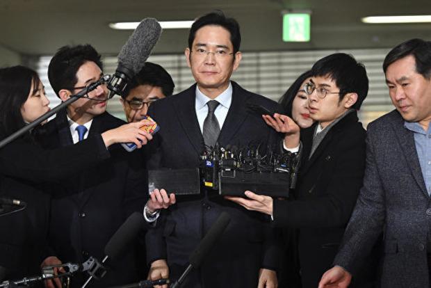В Южной Корее выпустили на свободу главу Samsung