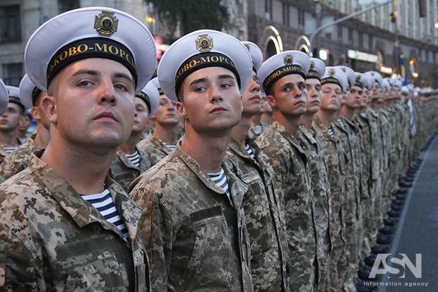 Через 4 роки в уряді обіцяють 82 квартири морякам із Криму