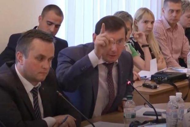 Регламентный комитет продолжил работу. Луценко вернулся в зал