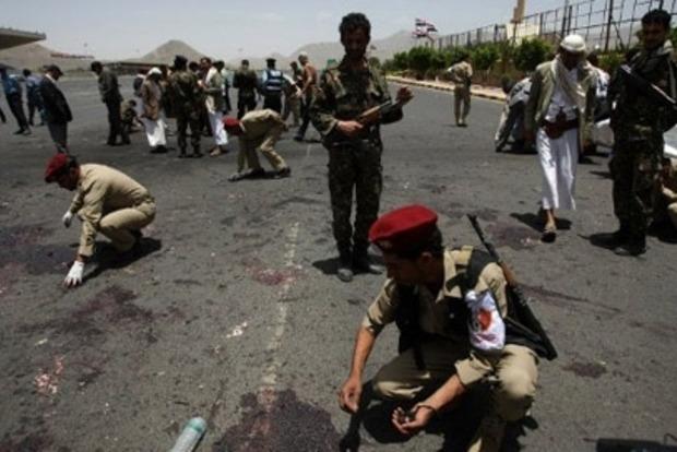 В Йемене террорист-смертник убил 40 военных, 70 ранены