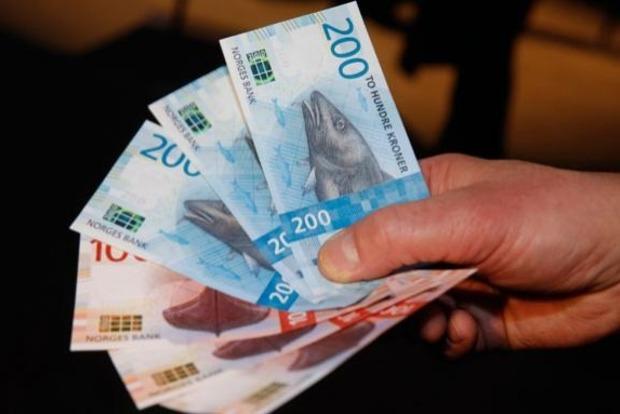 Глава норвежского Центробанка снялся в забавном клипе о новой банкноте с изображением трески