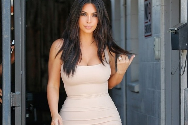 Ким Кардашьян шокировала Париж бархатными трусами на леопардовое боди