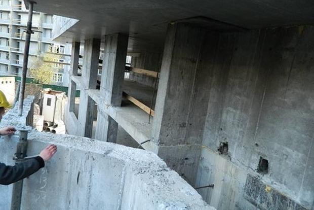 В Киеве на стройплощадке рабочий погиб, сорвавшись с 12-метровой высоты