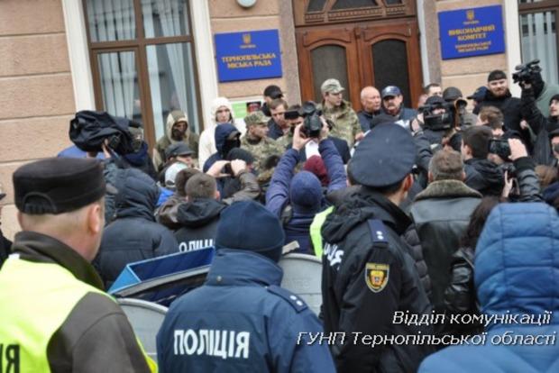 В Тернополе во время акции протеста пострадали двое депутатов