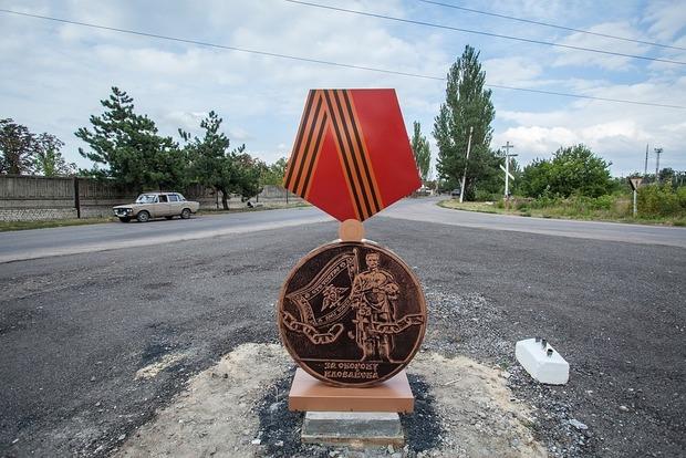 На въезде в Иловайск диверсанты подорвали знак «За оборону города»