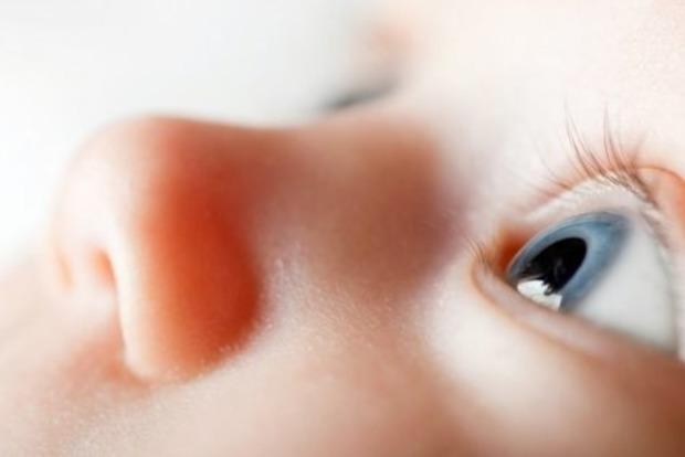 В глазу ребенка обнаружили 11 живых червей