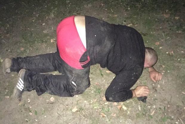 На Буковині місцеві жителі затримали серійного ґвалтівника-педофіла
