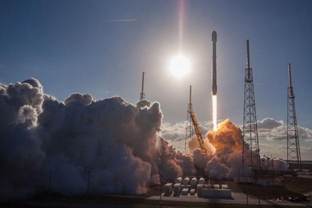 Центральный ускоритель ракеты Falcon Heavy разбился