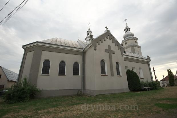 Мертвая голова, кровь и еда: в костеле на Тернопольщине побывали сатанисты (18+)