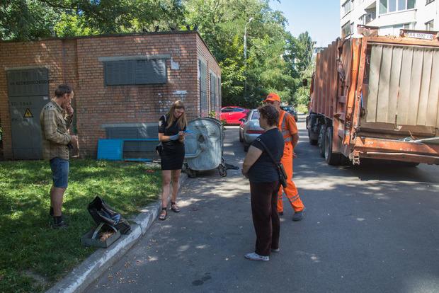 У Києві сміттєвоз відірвав руку ветерану АТО