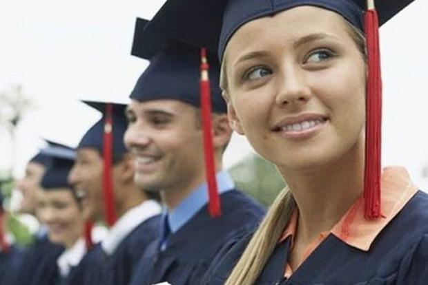 82 студента из малообеспеченных семей и сирот получат стипендии Верховной Рады