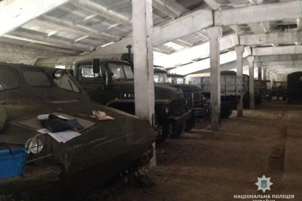 На Житомирщине продавали огромный автопарк краденной военной техники