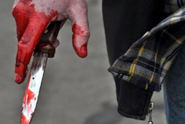 Под Киевом мужчина ударил ножом прохожего, который задел плечом его девушку