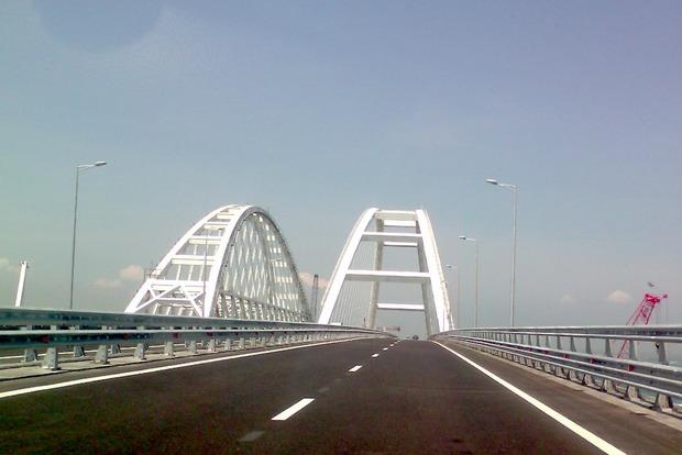 Россияне перекрывают Крымский мост 24 августа