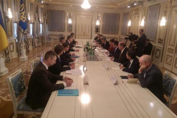 Порошенко начал переговоры с министром торговли США
