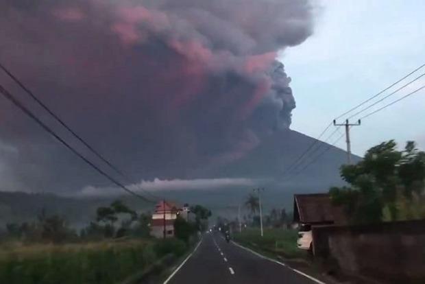 На Бали из-за угрозы извержения вулкана эвакуируют 100 тыс. человек
