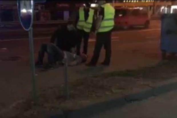 ВКиеве нетрезвый баскетболист прятался от милиции вмусорном баке