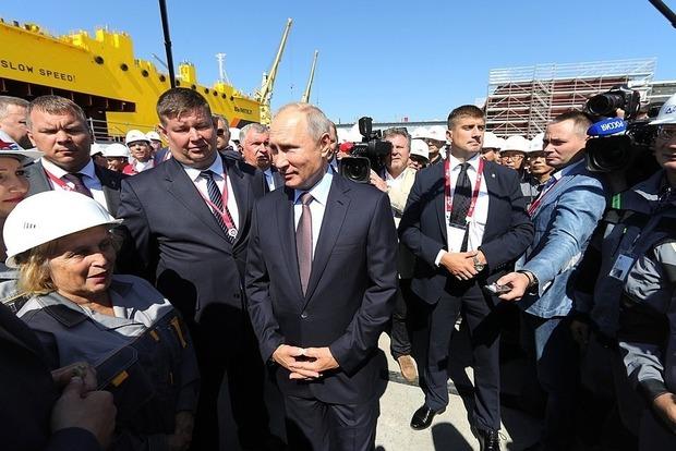 Фантазер: Путін зганьбився на зустрічі з російськими робочими