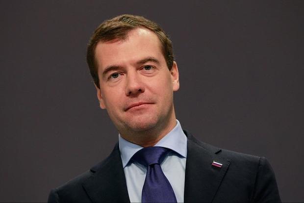 Медведев посоветовал россиянам привыкать к санкциям, они надолго