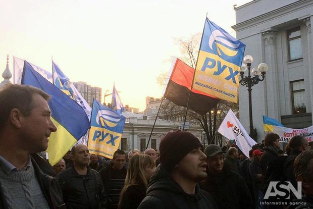 Соболев и Левченко сводили часть протестующих помитинговать под АП