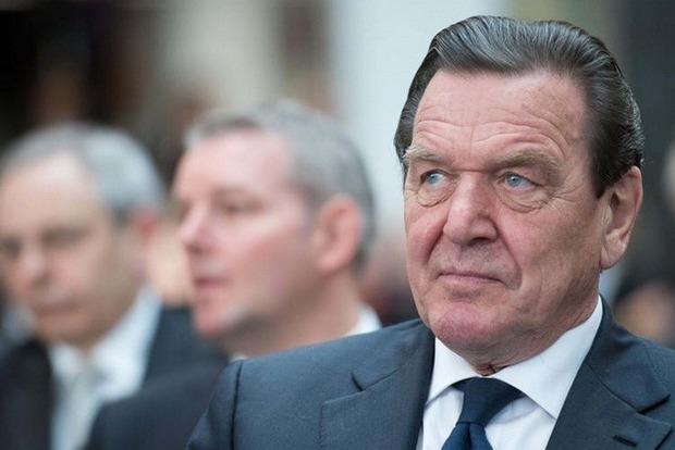 Берлин потребовал от Киева закрыть Миротворец из-за Шредера