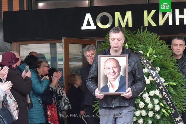 Появились новые фото и видео прощания и похорон актера Дмитрия Марьянова