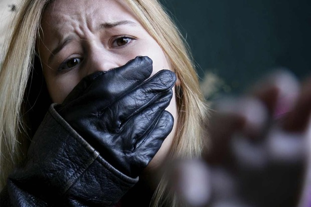 В Киеве спасли от возможного похищения девочку. Приметы похитителя