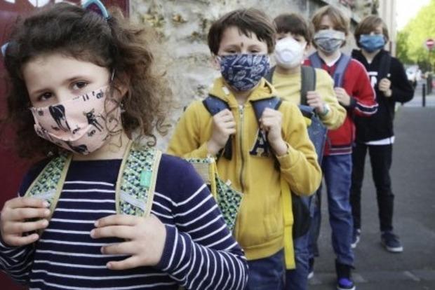 Уже начали поступать сообщения о зараженных коронавирусом школьниках