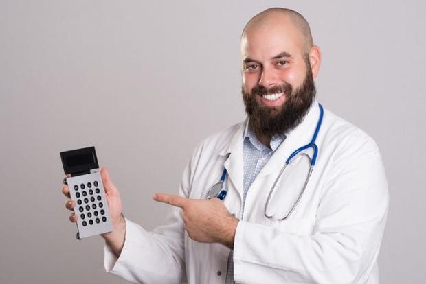 Шприцем и скальпелем. Рейтинг самых богатых врачей-миллионеров оказался полным сюрпризов