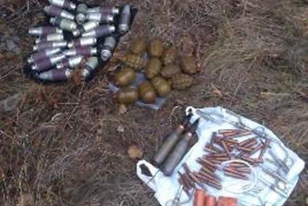 На Луганщине нашли тайник с гранатами и снарядами к пушке