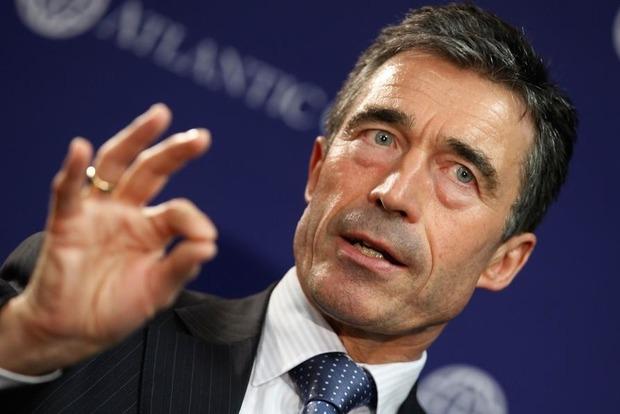 Экс-генсек НАТО после посещения зоны АТО призвал предоставить оружие Украине