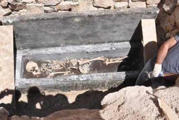 12 черных археолов поймали при попытке продать скелет в Турции