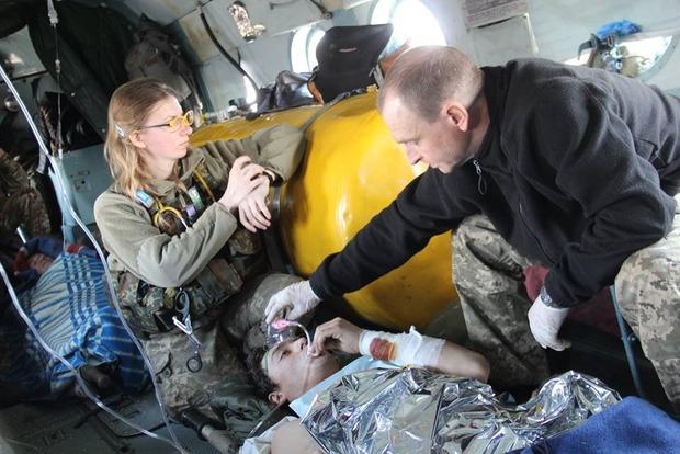Около Авдеевки раненых бойцов пришлось эвакуировать на вертолете