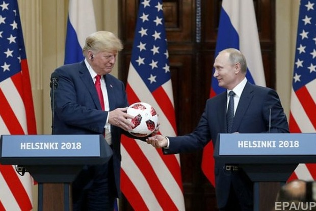 Путин подарил Трампу мяч с микрочипом и передающим устройством