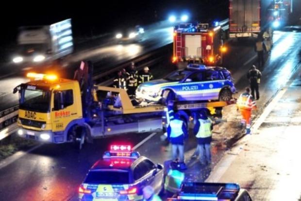 ДТП вГермании: нетрезвый  дальнобойщик протаранил полицейский автомобиль