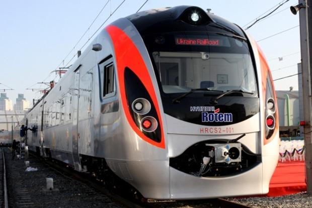 Поезд Интерсити смертельно травмировал мужчину в Львовской области