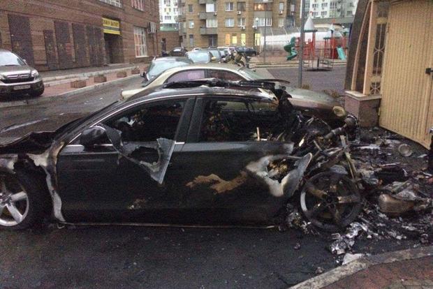 Автомобиль водителя экс-министра инфраструктуры сгорел в Киеве