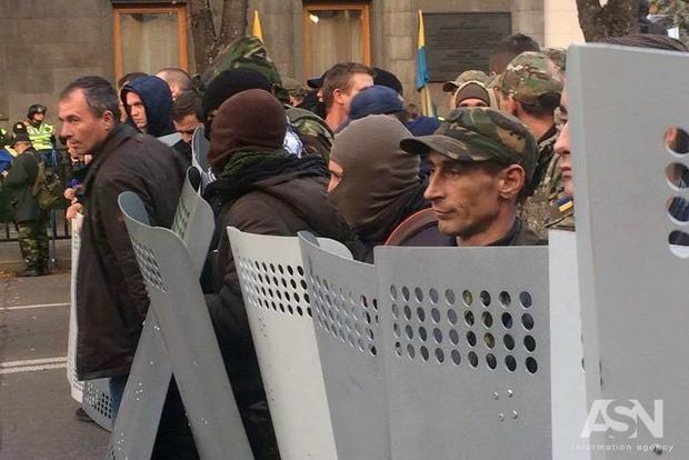 Кремль внимательно следит за ситуацией в Киеве – Песков