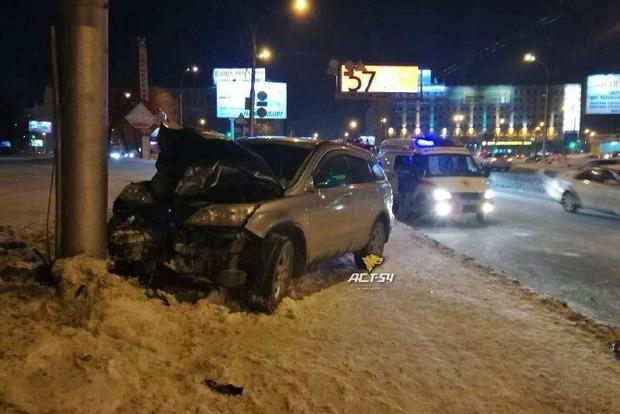 В РФ автомобиль въехал в толпу во время салюта, есть погибшие