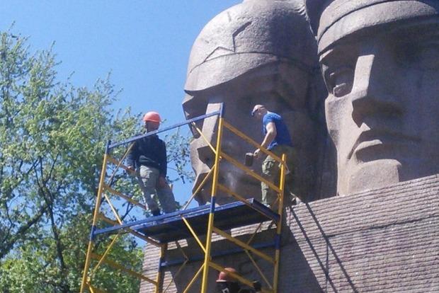 В полиции Киева прокомментировали попытку сноса памятника чекистам