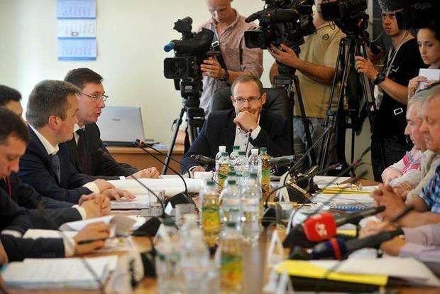 Регламентный комитет признал законным представление ГПУ относительно снятия неприкосновенности с Онищенко